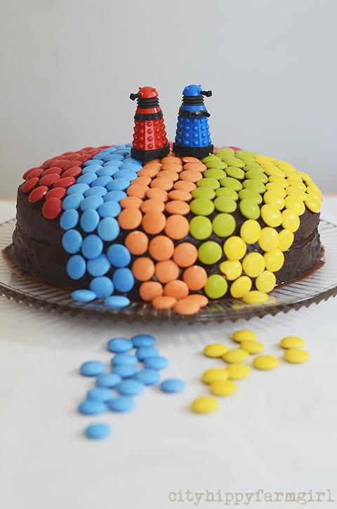 dalek birthday cake- cityhippyfarmgirl