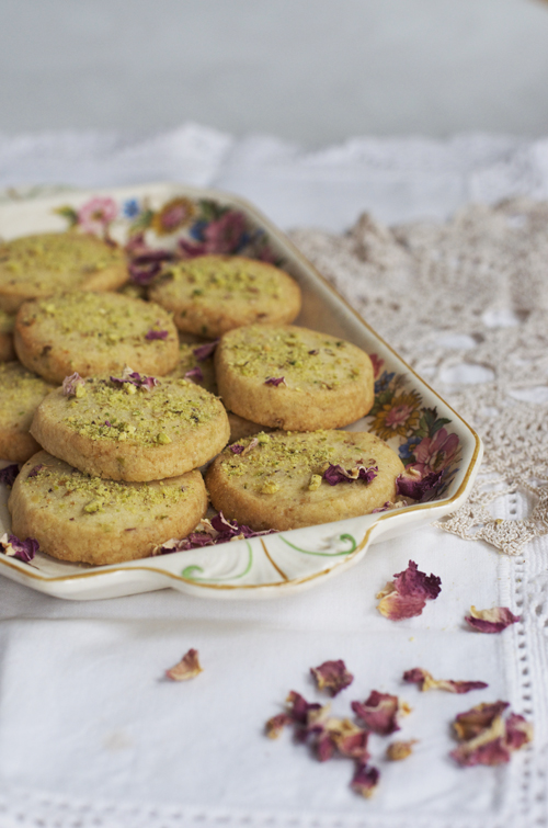 rose and pistachio biscuits || cityhippyfarmgirl