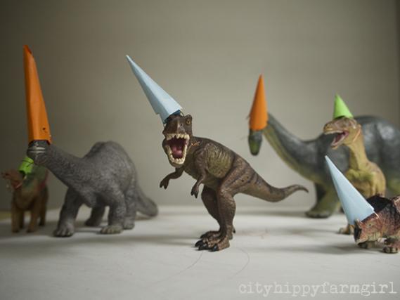 party dinosaurs || cityhippyfarmgirl.com