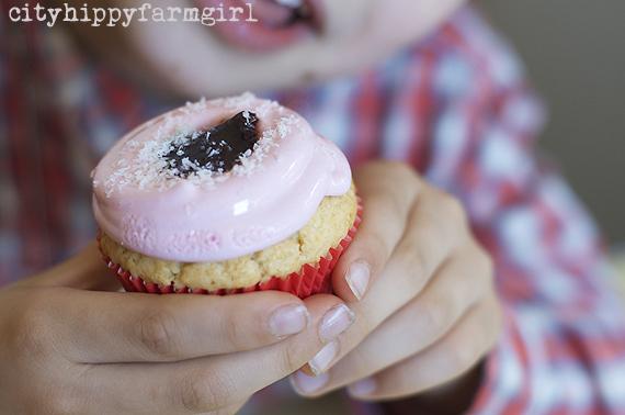iced vovo cupcakes || cityhippyfarmgirl