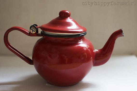 enamalware teapot || cityhippyfarmgirl