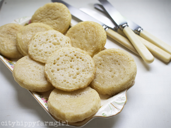 sourdough crumpets || cityhippyfarmgirl