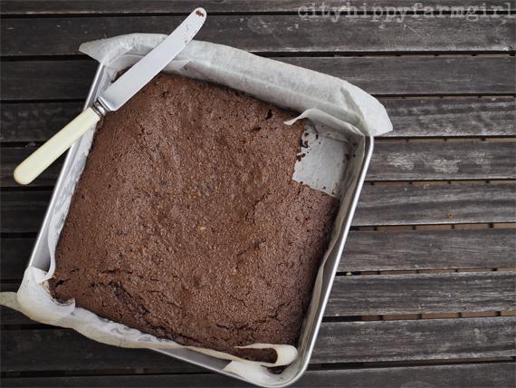 spelt brownie || cityhippyfarmgirl