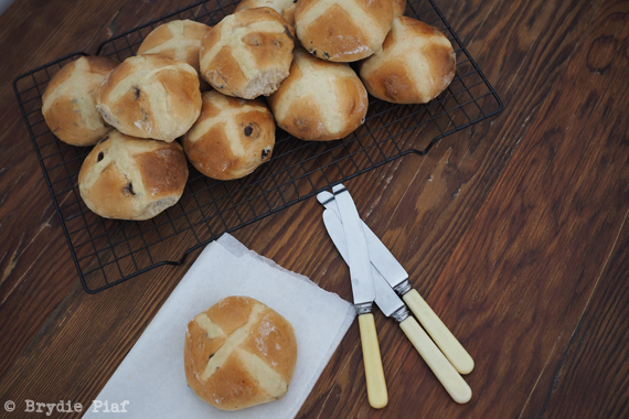 hot cross buns || cityhippyfarmgirl